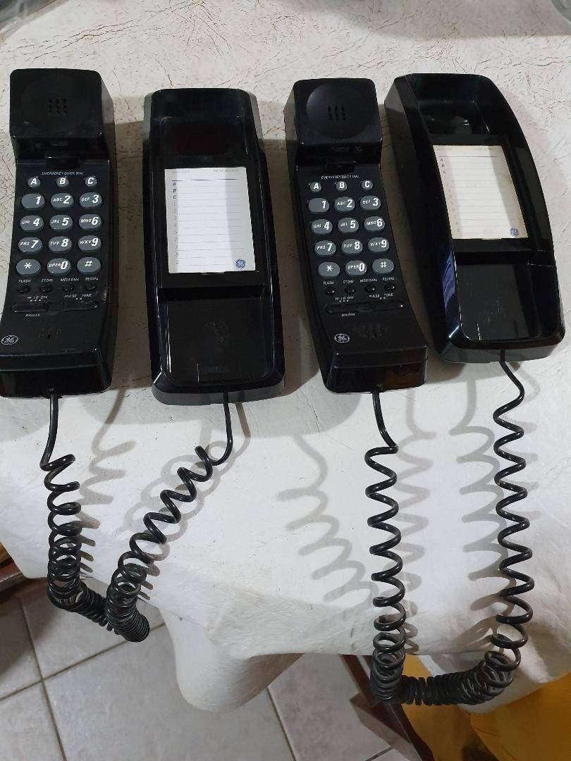 Se vende dos teléfonos General Electric para colgar en la pared o para mesa usado en buen estado 0