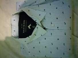 Se vende bonita camisa con diseño Navigare