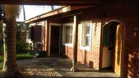 Chalet de 5 ambientes, cochera techada y fondo de 60 m2. Muy linda, cómoda sobre asfalto y a 1 hora de C.A.B.A