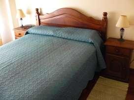 Juego de dormitorio de algarrobo lustrado (se vende sin el colchón) - EXCELENTE ESTADO - BELGRANO (CAP.FED.)