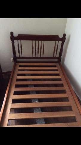 Cama de 1 plz en madera Caoba