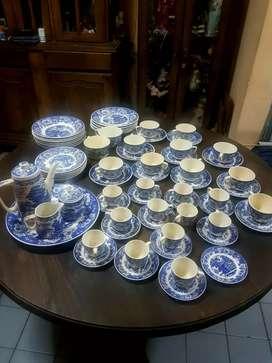 Vendo juego de porcelana Victoria