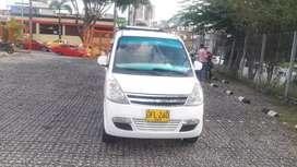 Vendo permuto Chevrolet n200 7 pasajeros con aire modelo 2012