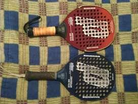 Paletas de padel y raqueta de tenis