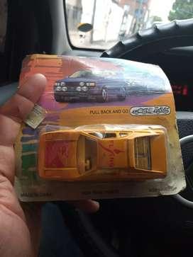 Vendo auto a fricción de los 80 en caja original nunca abierto