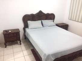 Juego de doemitorio (cama 2 plazas y media y 2 veladores)