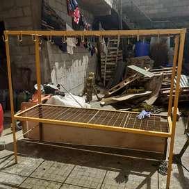 Mesa de metal ideal para trabajos en talleres