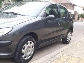 Peugeot 206 modelo 2011 (excelente)
