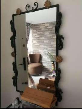 Vendo mesa con espejo en hierro forjado