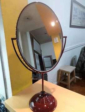Espejo ovalado Gucci