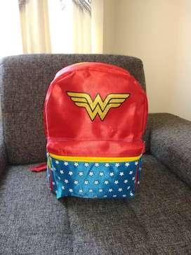 Mochila Wonder Woman con capa