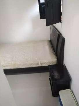 Arriendo habitacion amoblada con baño internó entrada independiente con agua, luz, cable, wify,