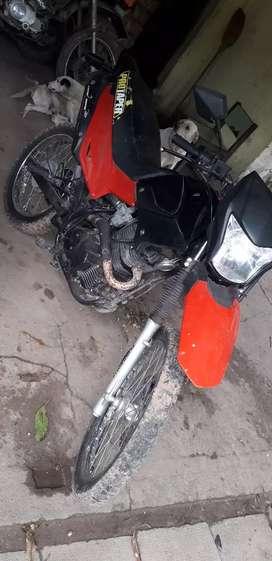 Vendo motomel skua 200cc , anda todo