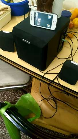 Equipo amplif. subwoofer. 2 parlantes. Conección celular.. Mini componente.