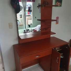 Peinador y/o escritorio