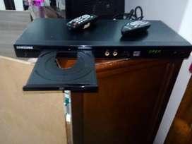 vendo tv LG  umtra slim 200.000 buen estado y DVD dos posiciones de microfono dispositivo de memoria usb dos controles