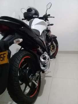 Hermosa moto casi nueva solo 1114 kl. Precio negociable..