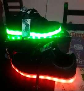 Zapatillas 37-38 con luces. Nuevas. Unisex