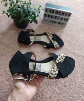 Por cierre se vende lote de sandalias y baletas