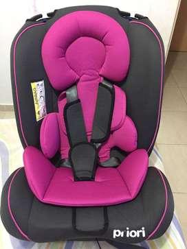 Se vende hermosa silla para carro