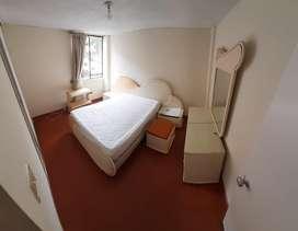Set de alcoba unica dueña tipo vintange  en sus acabados originales  cama,tocador, meditas de noche y comoda