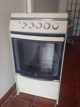 Vendo estufa de 4 fogones y con horno funcional