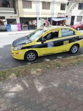 Vendo taxi legal con tres paradas una  de  ellas  en el quicentro norte