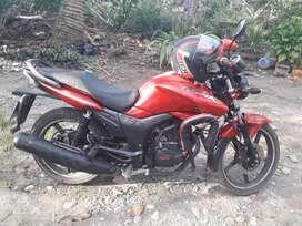 Vendo moto  HERO 150 c.c  MODELO HUNK  color rojo  papeles al día