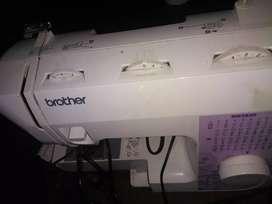 Vendo maquina de coser brother anda super