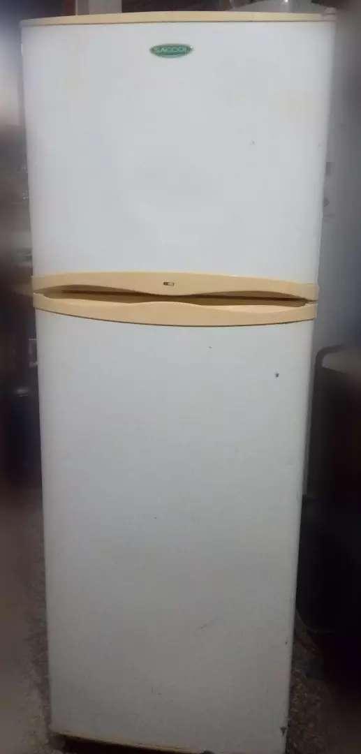 Heladera con freezer Sacool 0