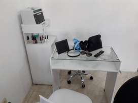 mesa para manicura moderna y excelente calidad