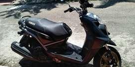 Venpermuto por Spark, moto Yamaha BWS125 negra perfecto estado, papeles hasta 06/07/2021