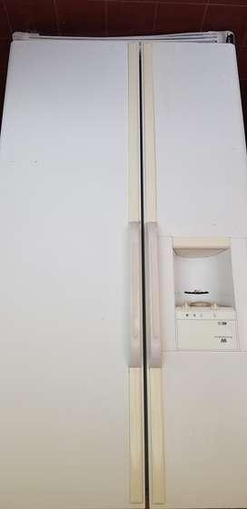 Vendo Heladera-Freezer Whitewestinghouse Usada : Dispenser Agua Fría/Cubitos hielo/Hielo granizado