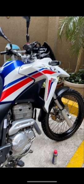 Vendo moto honda impecable semi nueva 2020