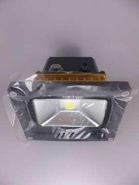 Proyector 10w Portable, Recargable, Resistente Al Agua,usb