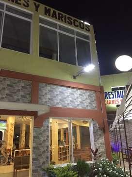 Se vende restaurante con salon de eventos