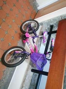 Vendo bici para niña de 4 a 7 años