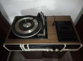 equipo de sonido( toca discos), funcional radio y caseta