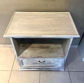 Mueble de roble ptinado vintage