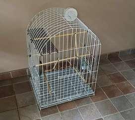 Vendo excelente jaula para loros o aves medianas