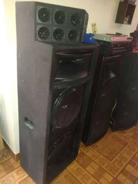 Equipo de sonido y columnas