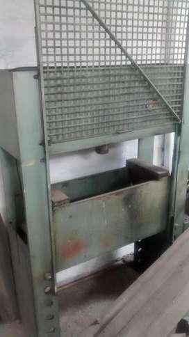 Prensa hidraulica de 120 tn, usada.