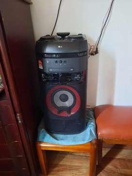 Vendo torre  de sonido lg
