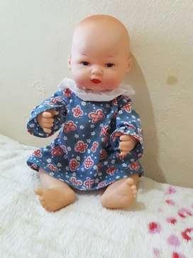 Linda muñeca antigua todo de cuerpo jebe