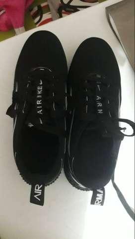 tenis negros nuevos