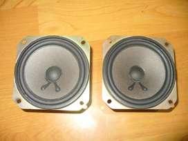 Par de parlantes Sony, bajos de 3,5 pulgadas, 6 ohmios, 65 watts