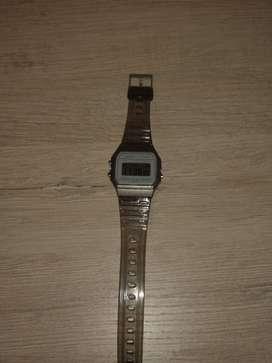 Se vende reloj Casio para niño y también para niña en buen precio