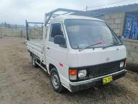 Toyota modelo hace color blanco