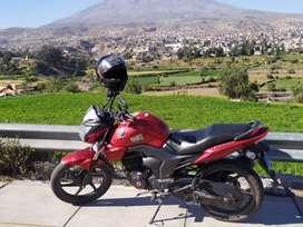 VENDO MOTO HONDA CB150 INVICTA POR SALUD