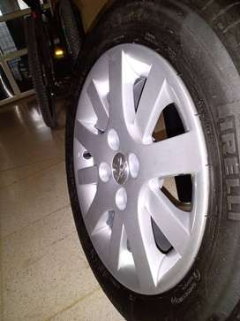 Llanta aleación original Peugeot 207 y cubierta pirelli. NUEVAS. SOLO UNA